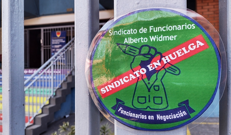 huelga colegio Alberto Widmer comuna Maipú